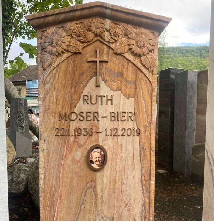 Фото деревянного памятника на могилу
