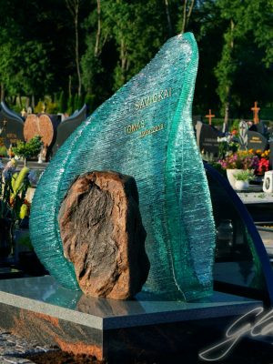 Надгробный памятник из стекла