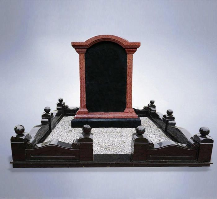 Мемориальный комплекс из красного и черного гранита
