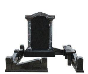 Мемориальный комплекс из гранатового амфиболита и чёрного гранита
