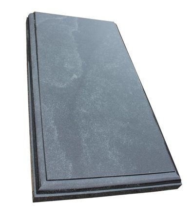 Фото прямоугольной надгробной плиты с фигурной фаской по перимеру