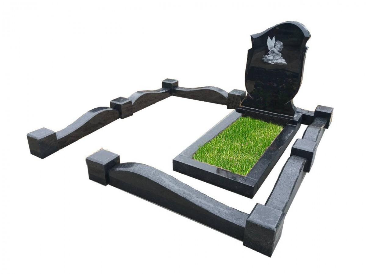 Мемориальный комплекс на могиле ребенка