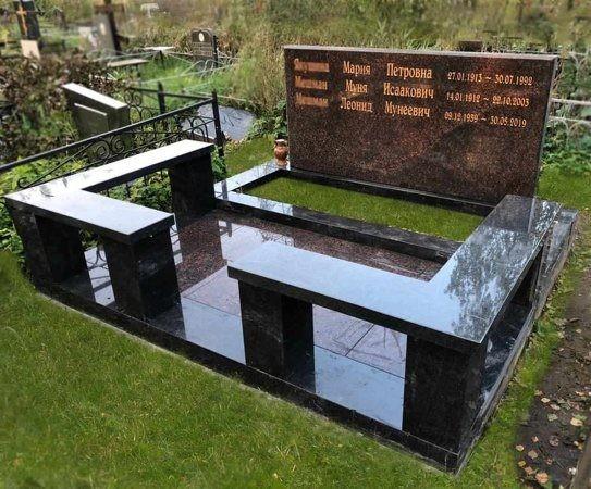 Мемориальный комплекс на шесть человек из Дымовского гранита